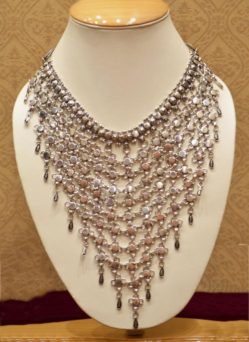 Bridal wear luxurious silver necklace set for women